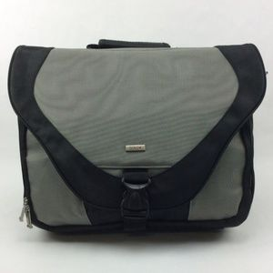 Solo Active 17 Inch Laptop Messenger Bag